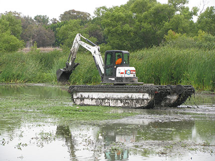 Amphibious Aquamog Aquatic Weed Excavator