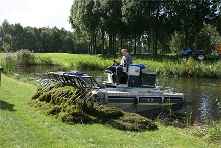Amphibious Aquamog Aquatic Weed Harvester