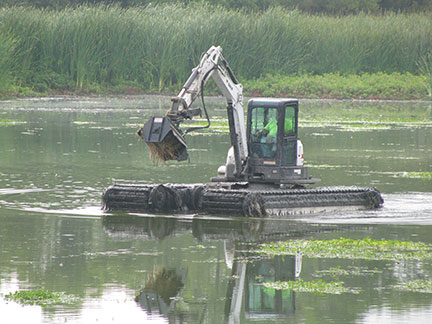 Amphibious-Excavator-with-Grinder - Copy